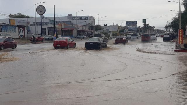 Se cumple pronóstico de lluvia en La Paz y Los Cabos