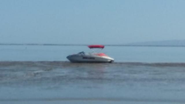 Localizan sanos y salvos a extranjera y local que naufragaron desde el jueves en La Paz