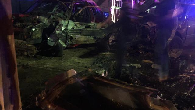 Descontrolado auto choca contra dos carros y se incendia en Ciudad Constitución