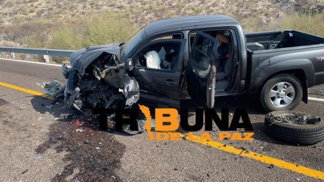 Fuerte choque frontal entre vehículos en carretera Loreto-Constitución