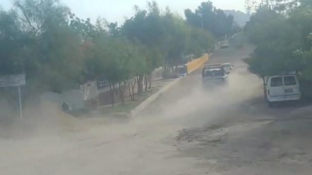 Persiguen auto sospechoso por calles de La Paz, hubo un detenido