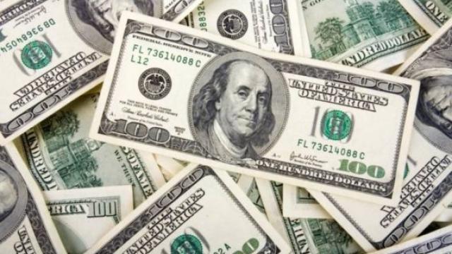 Dólar sigue al alza, se vende en 19.93 pesos en bancos