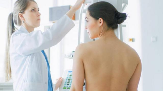 Aumenta cáncer de mama en mujeres mayores de 25 años