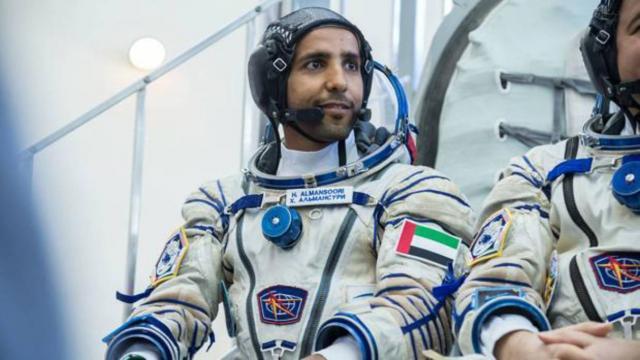 Astronauta árabe regresa a salvo a la Tierra