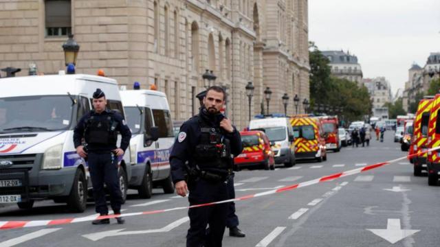Ataque con cuchillo en jefatura de Policía de París deja cuatro muertos