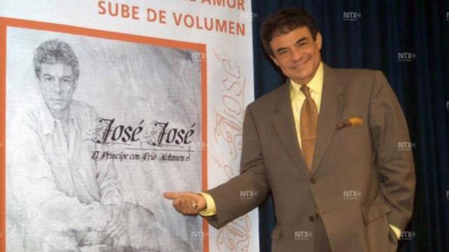 ¡Aparece José José!; velan sus restos en Florida