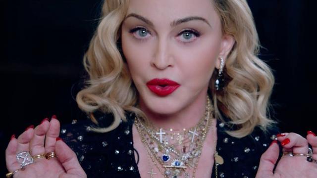 Por lesión en rodilla, Madonna pospone concierto