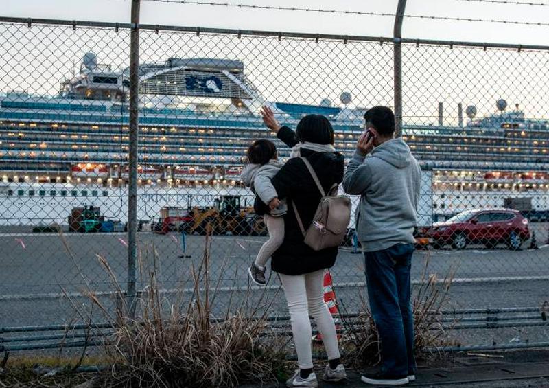 Crucero en Hong Kong continua en cuarentena por riesgo de Coronavirus