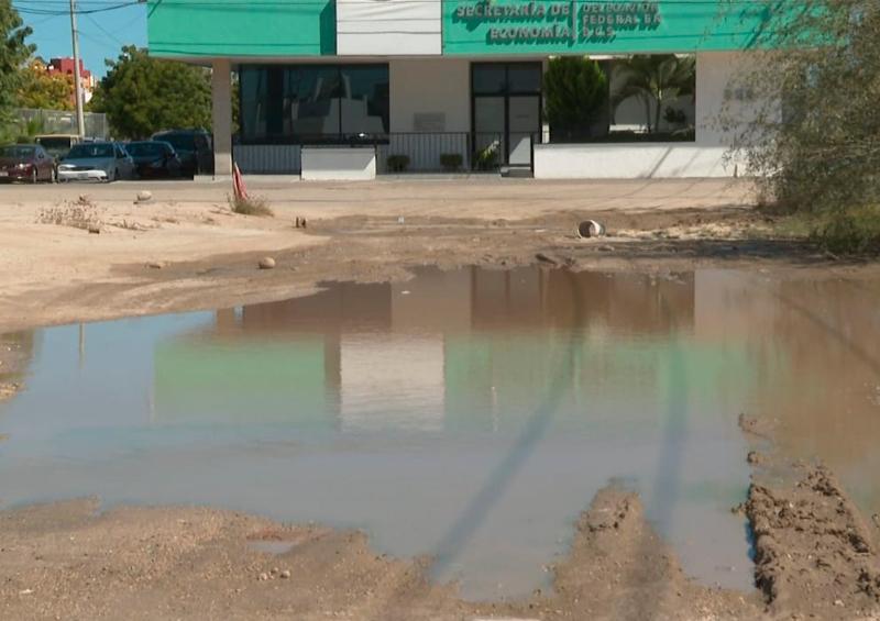 Denuncian una laguna de agua sucia cerca del ISSSTE