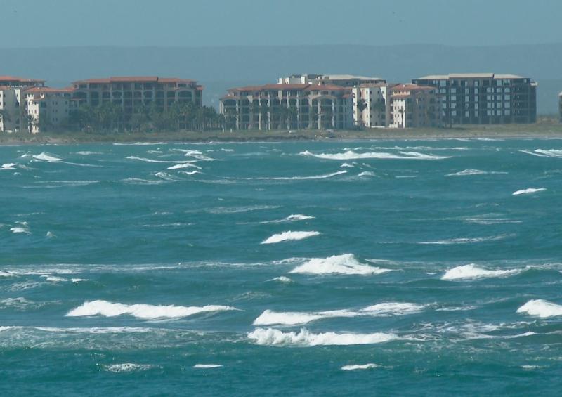 Cierran a la navegación puertos en BCS por fuertes vientos
