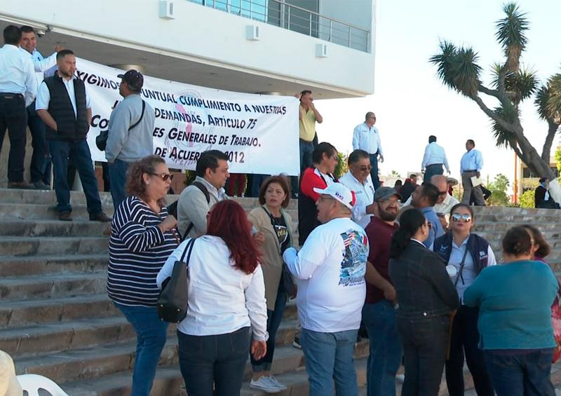 Burócratas de La Paz hacen paro de labores