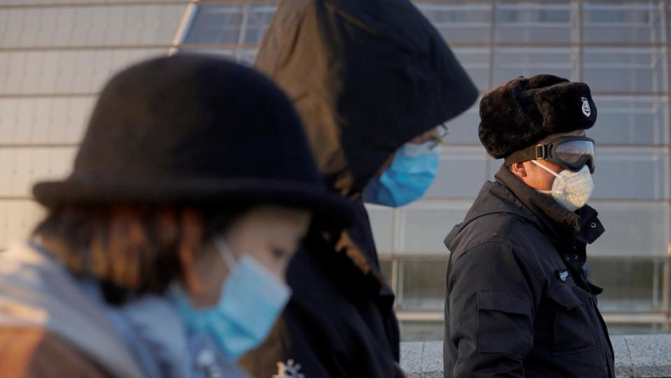 Coronavirus mata más hombres que mujeres