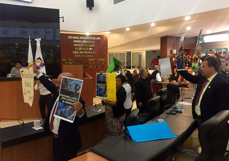 Protestan diputados de Morena contra cambios al Tribunal Electoral