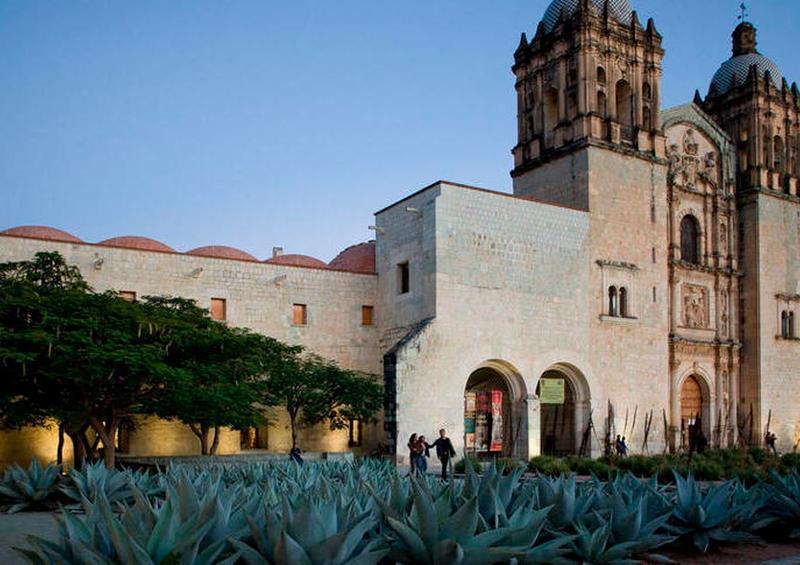 En Oaxaca, policías vigilarán que no haya gente en las calles por coronavirus
