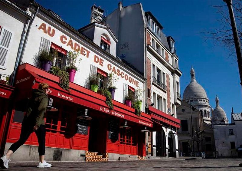 Cafés y restaurantes cierran por coronavirus en París