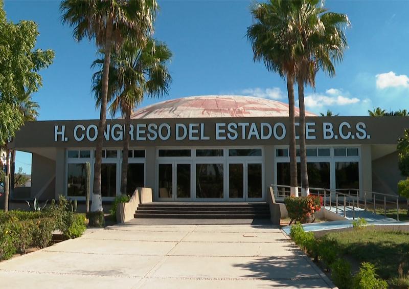 A puerta cerrada por Covid-19 y por segunda ocasión, sesiona Congreso de BCS sin oposición