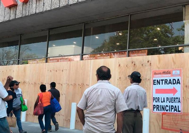 Comerciantes de Veracruz instalan barricadas para evitar saqueos