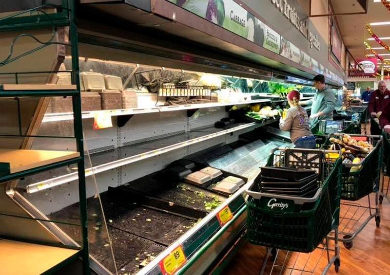 800 mil pesos en alimentos a la basura por broma en tienda