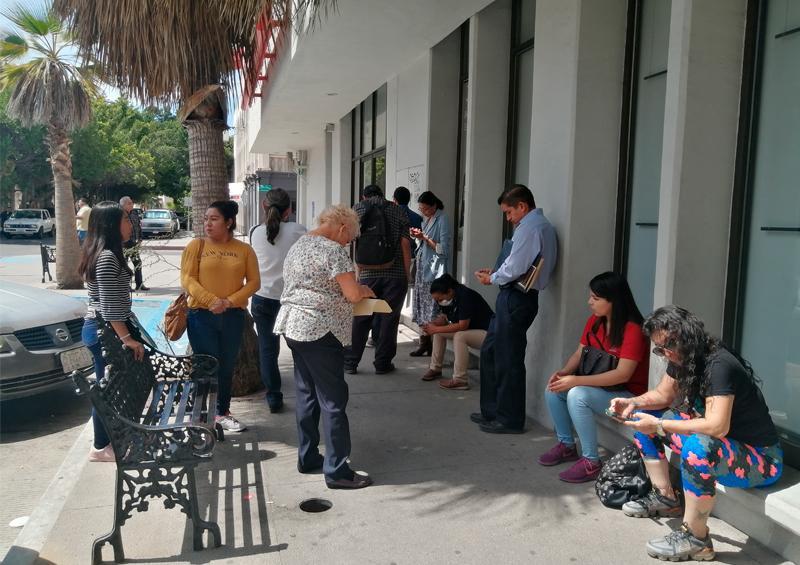 Bancos en la capital toman medidas de sanidad por coronavirus