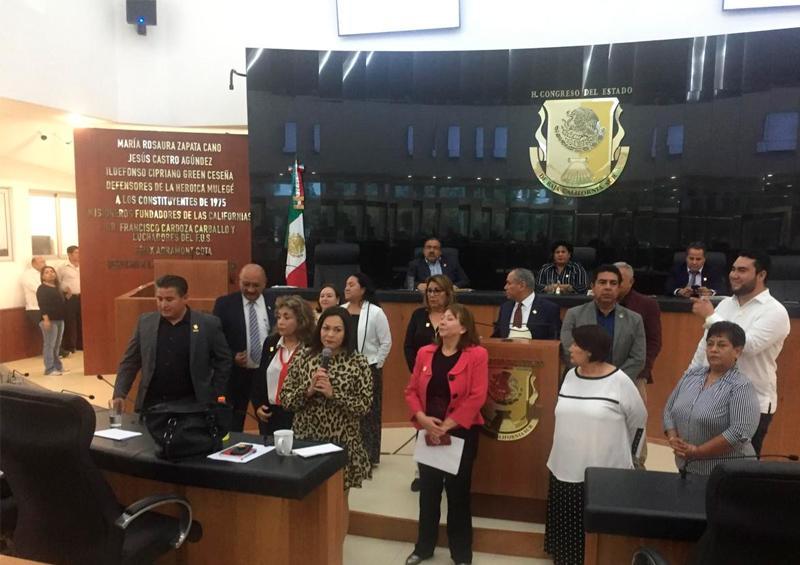 Diputados de Morena toman protesta a nuevos legisladores