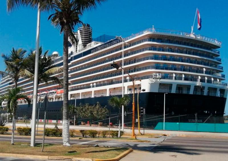 Mueren 4 en el crucero Zaandam; el Rotterdam va por el pasaje. Podrían ir a Vallarta