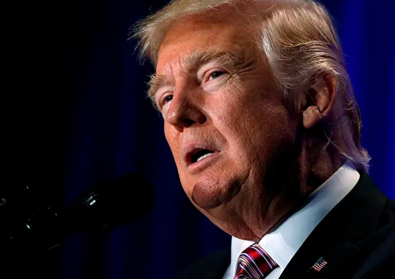 Trump firma histórico paquete de ayudas económicas por coronavirus