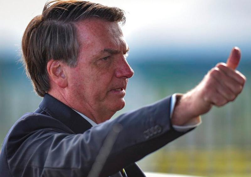 Bolsonaro desafía cuarentena por Covid-19 y ¡se va de paseo!