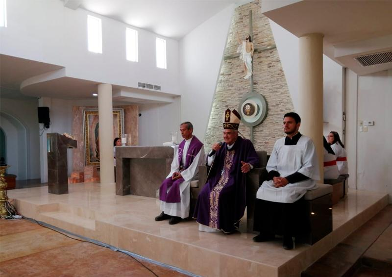 Realizan misa televisada en La Paz