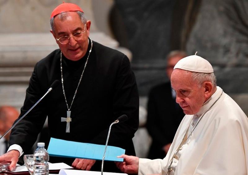 Cardenal cercano al papa Francisco da positivo a coronavirus
