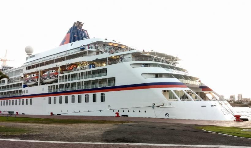 Con 300 pasajeros se refugia en Vallarta el crucero Europa
