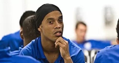 Ronaldinho festejó su cumpleaños en la cárcel