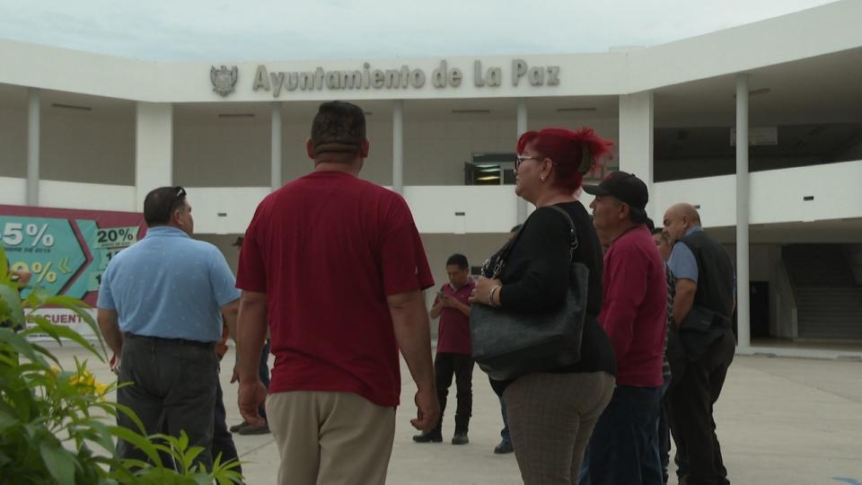 Se suman a paro servicios públicos en solidaridad con trabajadores de Sapa La Paz