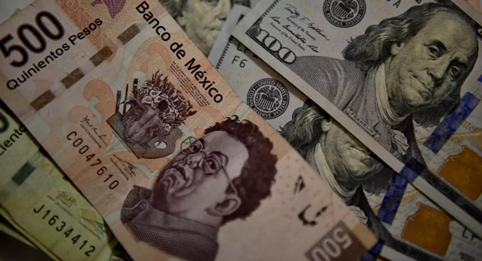 El peso mexicano se deprecia y alcanza su mínimo histórico ante el dólar