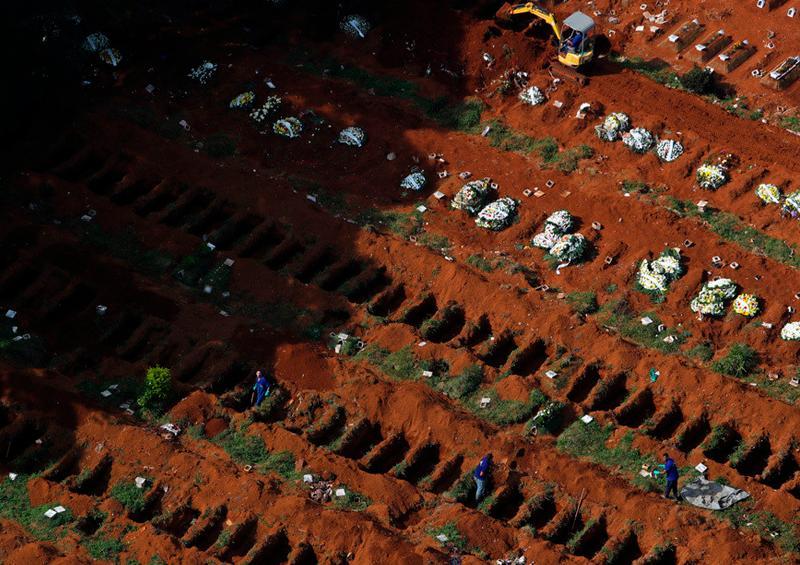 Cementerio en Brasil alcanza récord de fosas cavadas