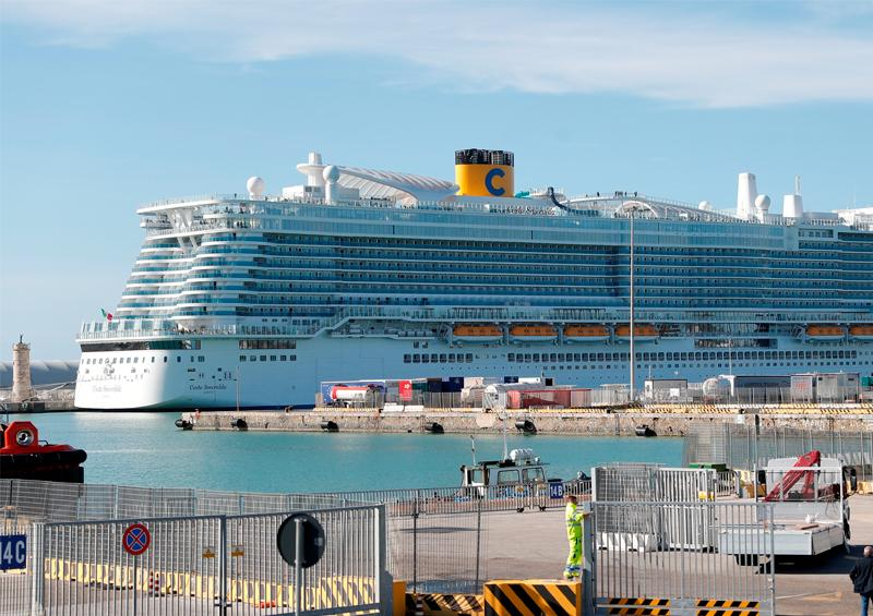 Demandarán a firma de cruceros por descuidar a pasajeros en pandemia