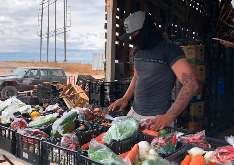 Comerciante llevan verdura a los más vulnerables en contingencia