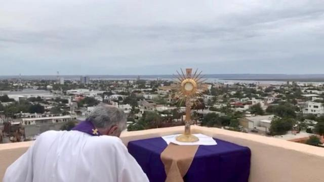 Iglesia católica se prepara para la reapertura de templos