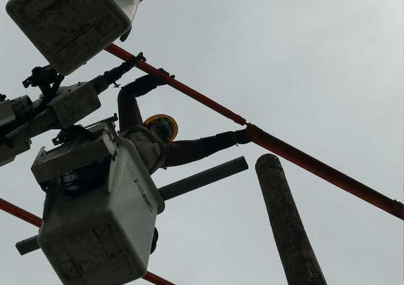 CFE restableció el suministro eléctrico a usuarios afectados por el huracán Genevieve.