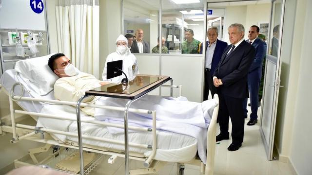AMLO con paciente de Covid