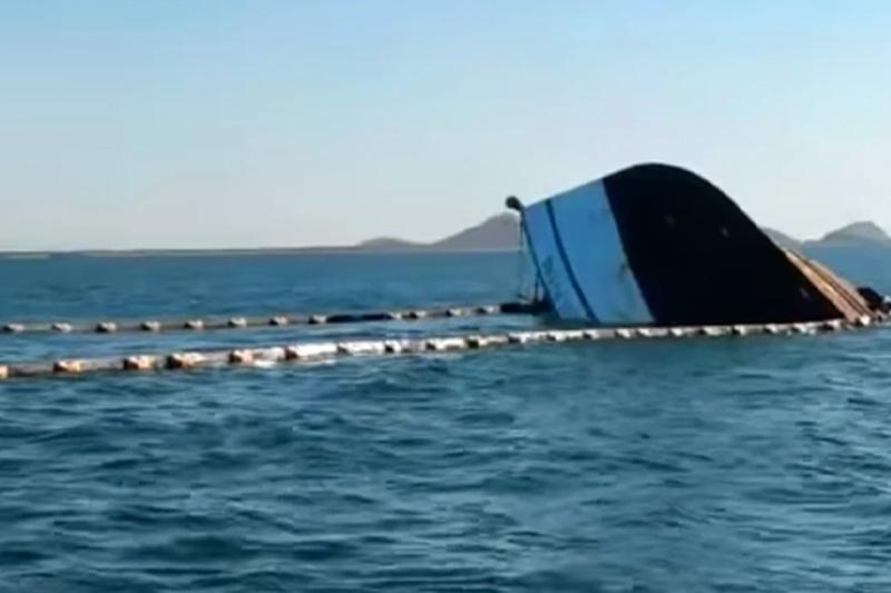 Ferry choca y se hunde