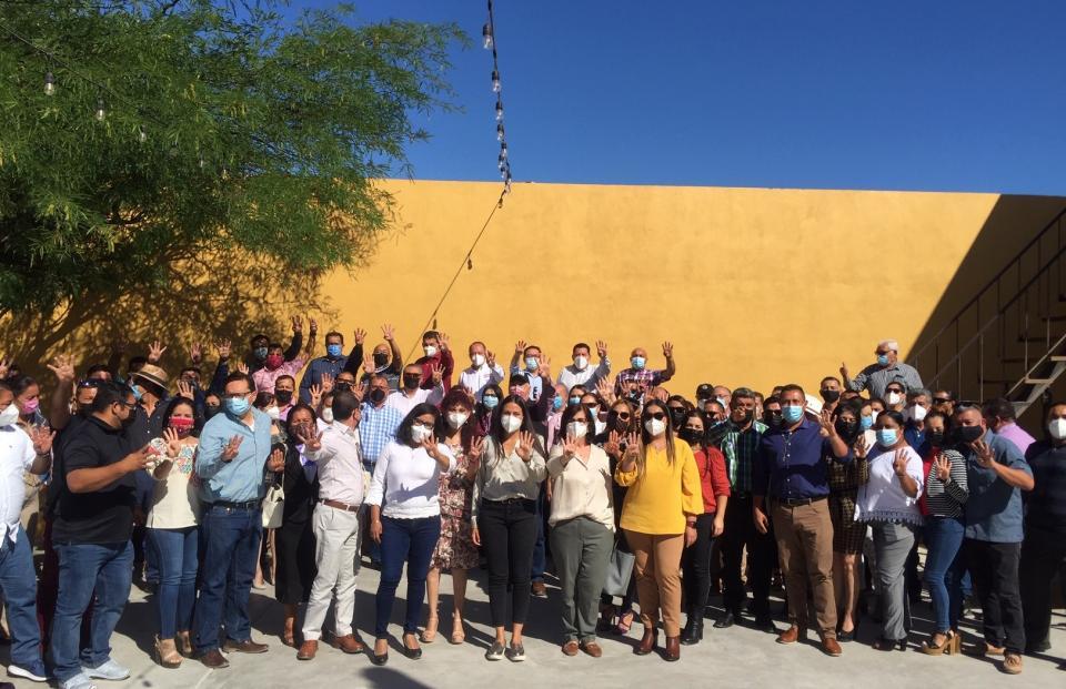 Milena con trabajadores de La Paz