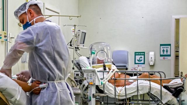 Mortalidad por coid-19 en Brasil