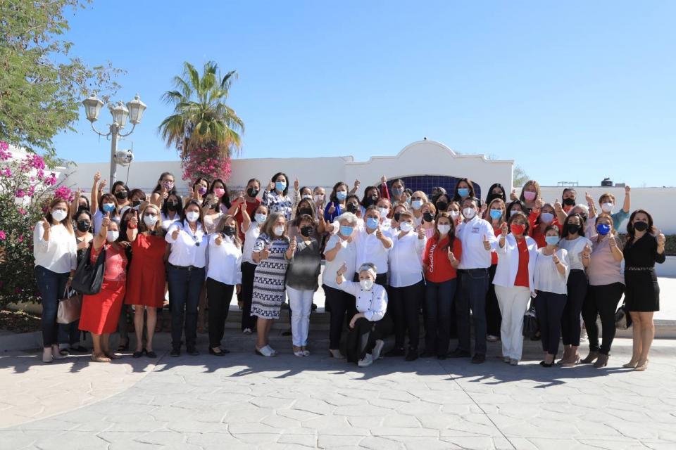 Pelayo se reune con mujeres de La Paz