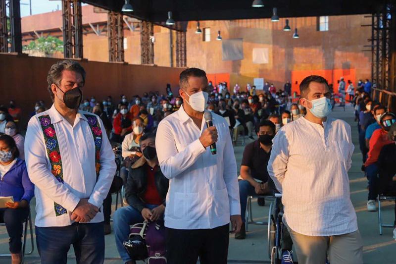 Vacunación a docentes en Oaxaca